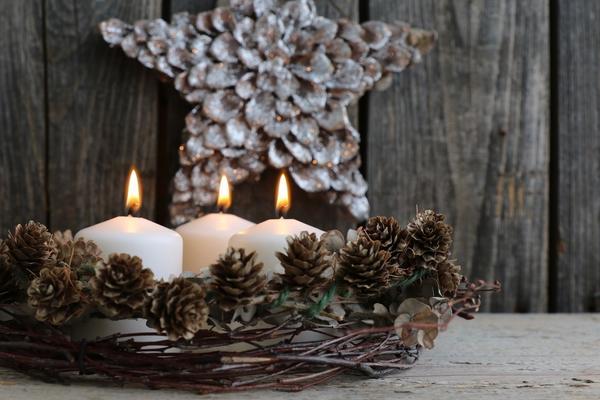 Красному Петуху очень понравятся новогодние композиции с использованием натуральных материалов