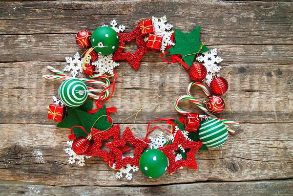 Рождественский венок можно сделать своими руками из самых разных материалов