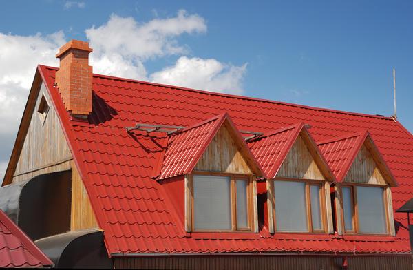Достоинств у крыши из металла достаточно много
