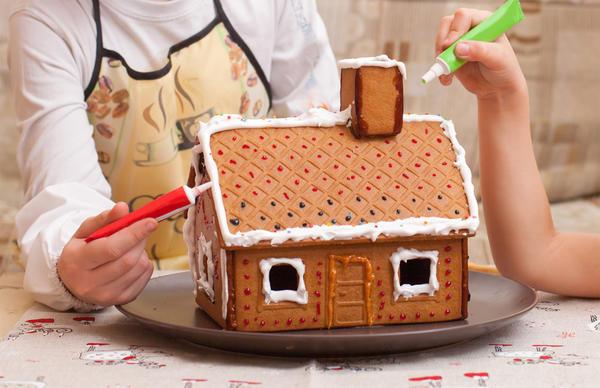 Изготовление пряничного домика требует немалого кулинарного опыта