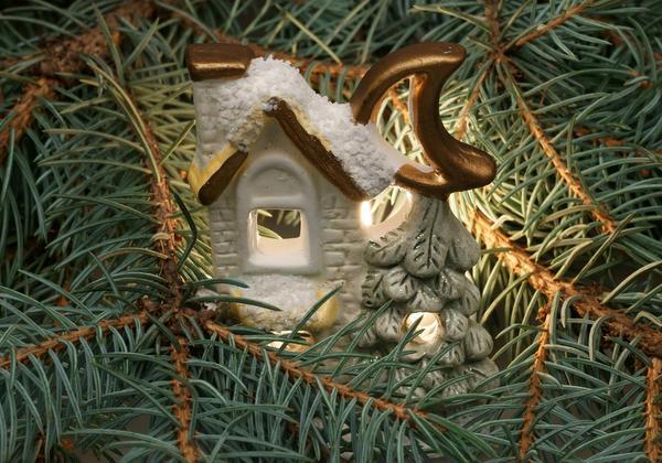 Рождественский домик на елке
