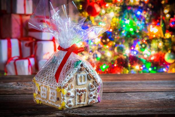Пряничный домик - замечательный новогодний подарок