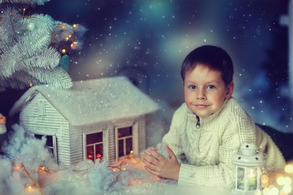 Кто сказал, что новогодний домик должен быть маленьким?