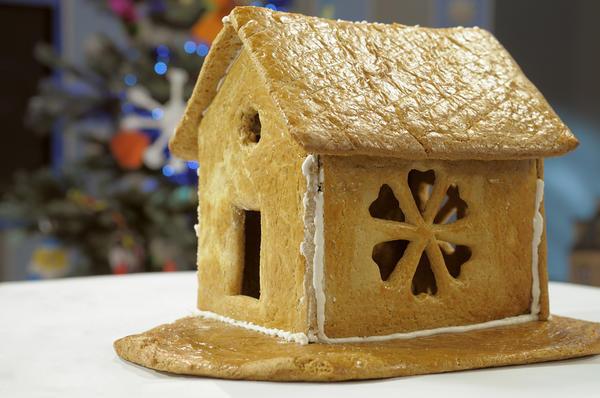 Пряничный домик может быть совсем скромным и простым