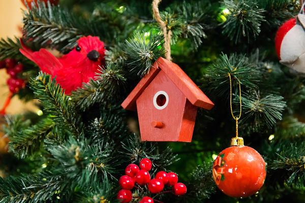 А может, скворечник - родственник рождественского домика?