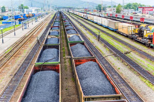 Железнодорожные составы с каменным углём