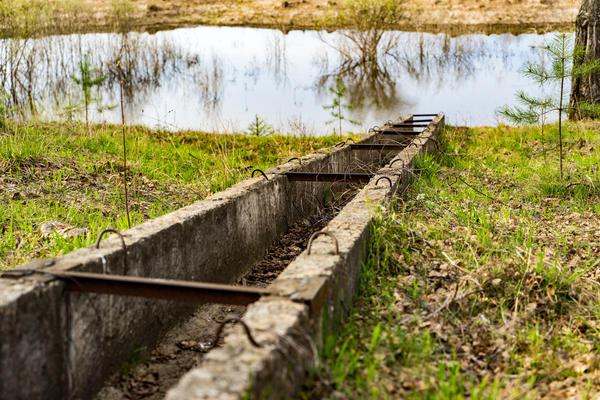 Поверхностный лоток для отвода воды в природный водоём