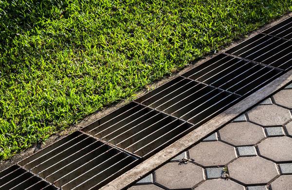 Картинки по запросу Как сделать поверхностный водоотвод на участке?