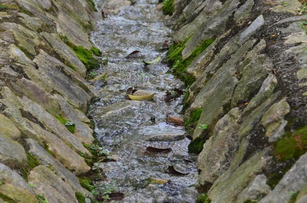 Дренажная канва, отделанная натуральным камнем