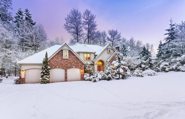 Кирпичный дом, зима
