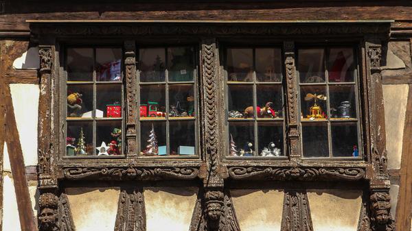 Фахверковый дом, украшенный резьбой