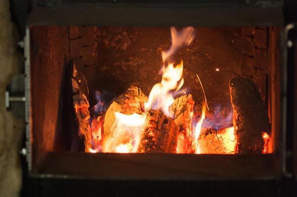 Как правильно топить котёл дровами