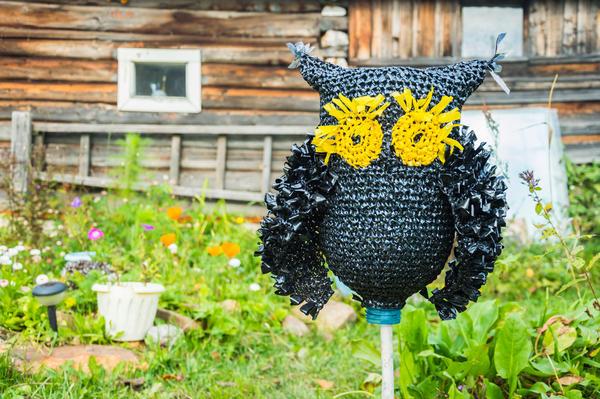 Пугало огородное - непрошеных гостей пугает, участок украшает