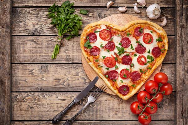 Пицца в форме сердечка намного вкусней.