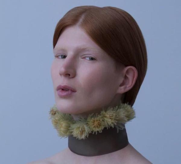 неизвестные цветы на шее