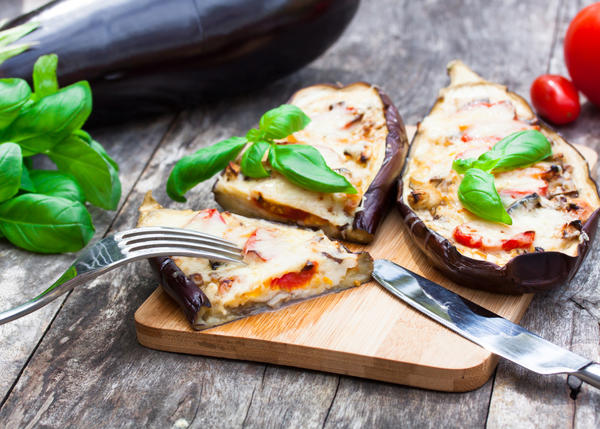 Баклажаны обычно едят в обработанном виде – жареными, тушеными или квашеными