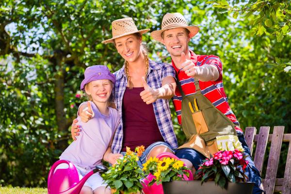 Августовская распродажа в ОБИ со скидками до 70% - отличная возможность выгодно обновить садовую мебель и украсить сад