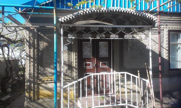 декор стен и двустворчатые входные двери) Они шире обычных входных, поэтому стандартные москитные шторы не подходят (о наболевшем))))