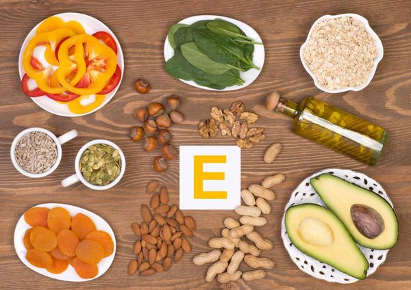 Витамин Е содержится в перце, шпинате, овсяных хлопьях, авокадо и многих других продуктах