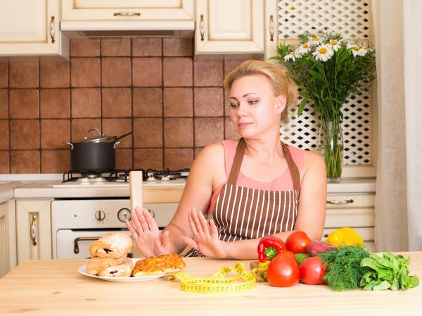 От калорийной пищи следует отказаться, чтобы контролировать свой вес