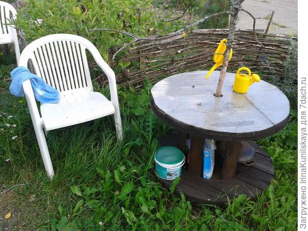 столик из катушки от кабеля