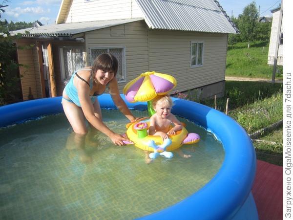 бассейн, интересный круг для малыша