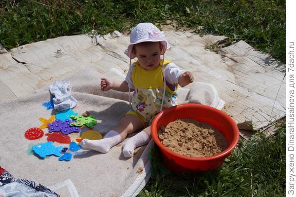 маленькая песочница для маленькой девочки
