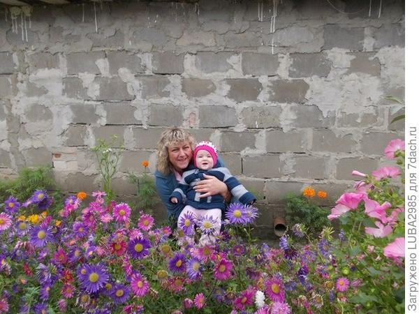Алиса с любимой бабулей!)
