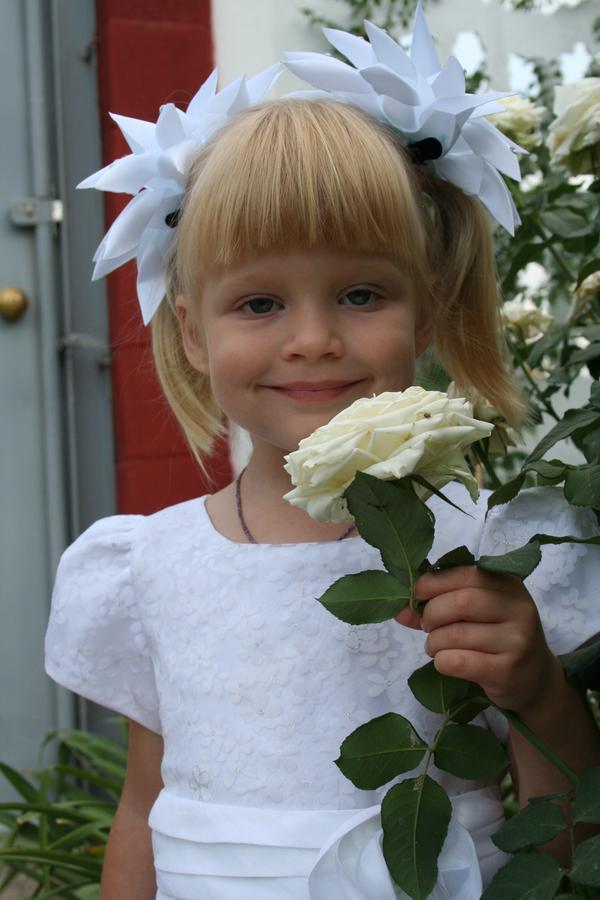 Элиза любит аромат роз