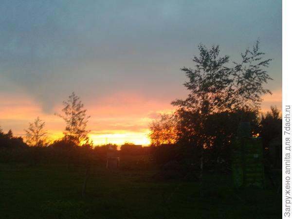вечерний закат на даче