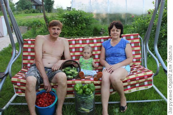 Мирон собрал урожай бабушке и дедушке