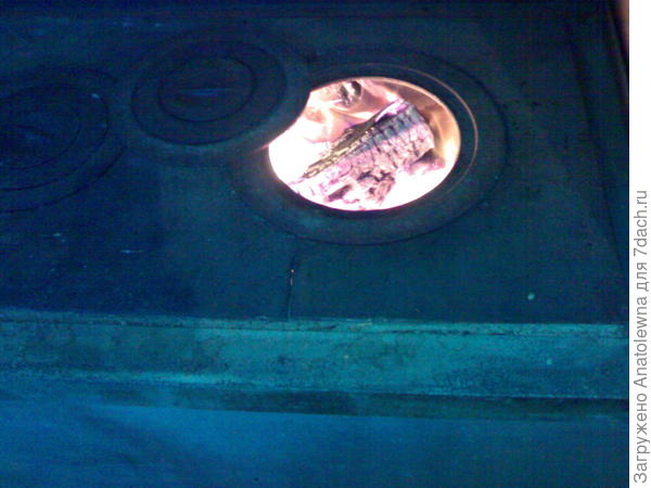 огонь в печи от акациевых дров