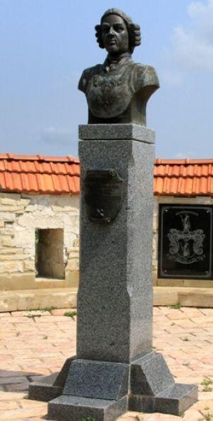 Вот он, наш памятник Мюнхгаузену.