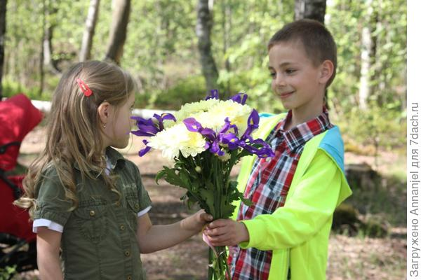 Нам всего 5 лет, а цветы уже получаем