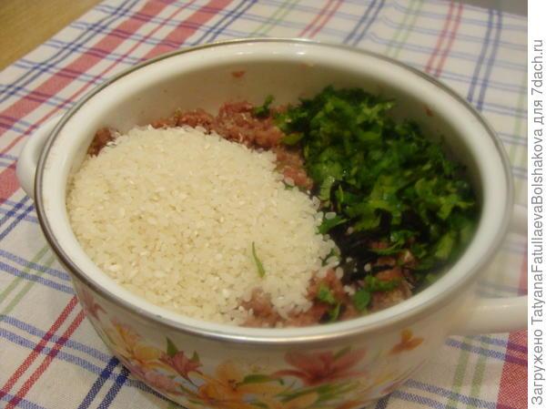 добавляем рис и зелень
