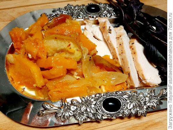 Курица, запеченная с ароматной тыквой и яблоками. Пошаговый рецепт приготовления с фото