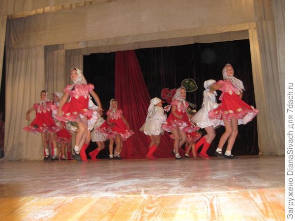 Занимаемся народными танцами