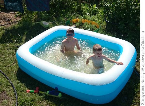 Научились нырять - воду в бассейн налили. Всё по честному! ))))