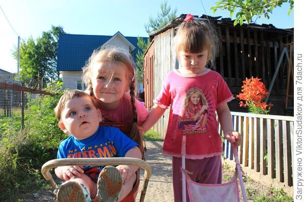 На фото Лиза,Настя,Женя