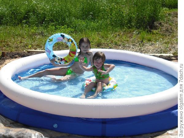 Лето. Купание в бассейне