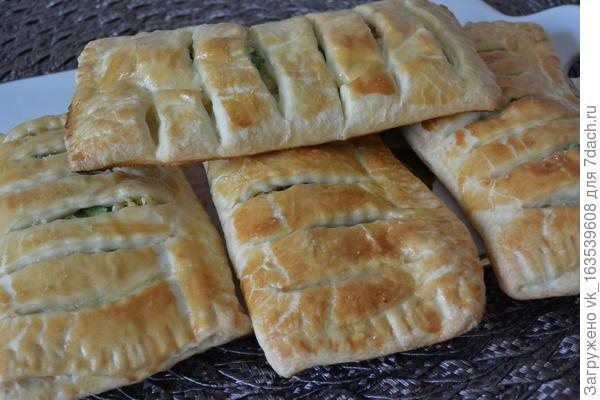 Слойки с картофелем и зеленым луком. Пошаговый рецепт приготовления с фото