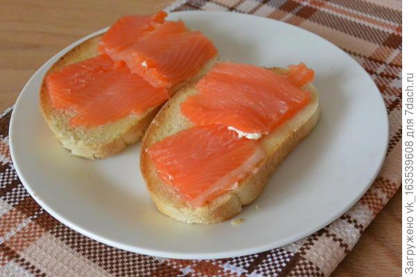 Бутерброды с форелью и яйцом пашот. Пошаговый рецепт с фото