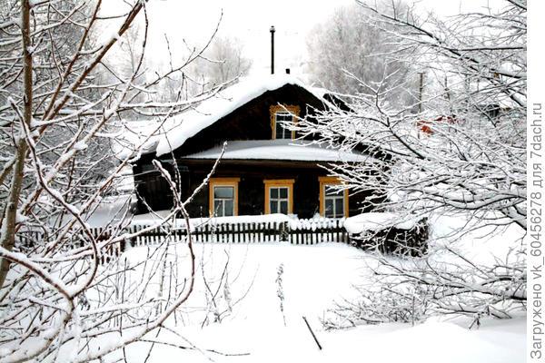 загородный домик зимой