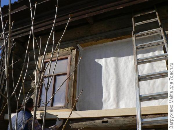 брус под окнами