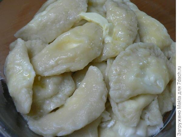 готовые вареники с маслом