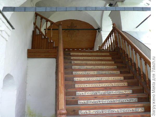лестница в церковь