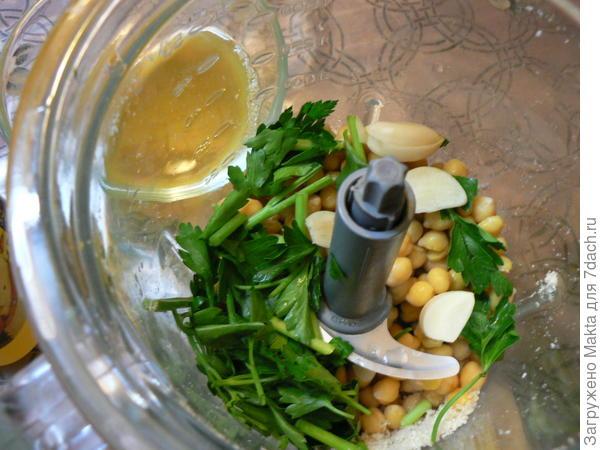 Хумус со свежей петрушкой