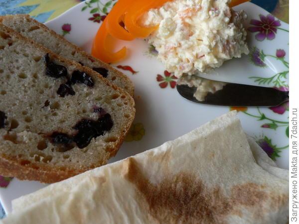 Творожная паста с луком и сладким перцем