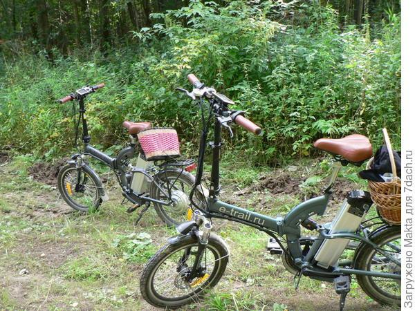 наши велосипеды и я одна с ними