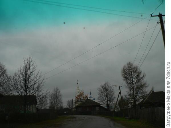 Дорога через село Борок к монастырю
